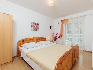 Spacious apartment in the center of Podstrana with Parking, Internet, Air condit
