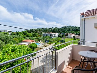 Spacious apartment in Srebreno with Parking, Internet, Air conditioning, Pool