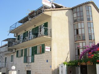 Spacious apartment in the center of Seget Vranjica with Parking, Internet, Air c