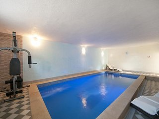 Spacious apartment in Primosten with Parking, Internet, Air conditioning, Pool