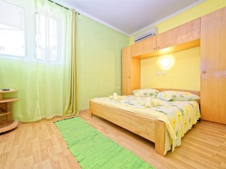 Cozy apartment in the center of Lopar with Parking, Internet, Air conditioning,