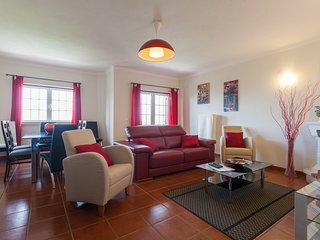 Cozy house close to the center of Ericeira with Internet, Washing machine, Balco