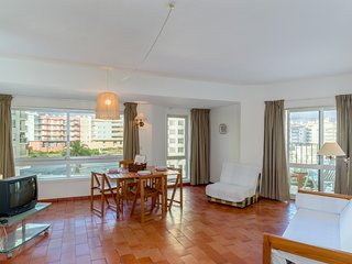 Cozy apartment in the center of Armacao de Pera with Internet, Washing machine,