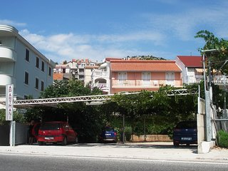 Cozy apartment in the center of Marina with Parking, Internet, Air conditioning,