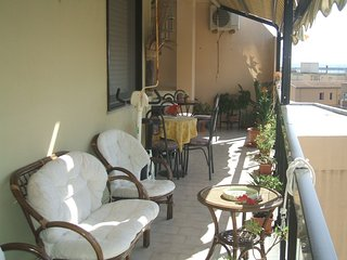 Spacious apartment very close to the centre of Alghero with Lift, Parking, Inter