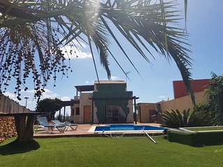 Spacious villa in the center of Casillas de Morales with Parking, Internet, Wash