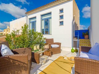 Spacious house in Portocolom with Internet, Washing machine, Balcony, Terrace