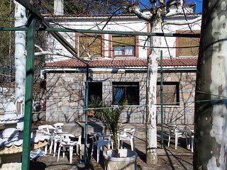 Spacious house in San Martin de Valdeiglesias with Parking, Internet, Washing ma