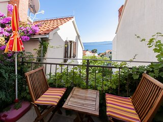 Spacious apartment in the center of Bol with Parking, Internet, Washing machine,