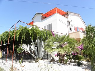 Spacious apartment in the center of Betina with Parking, Internet, Air condition
