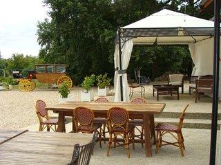 Spacious villa in Villeneuve-sur-Yonne with Parking, Internet, Washing machine,