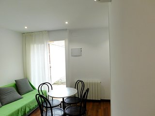 Cosy studio very close to the centre of Castelldefels with Internet, Air conditi