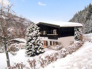 Spacious house very close to the centre of Les Contamines-Montjoie with Parking,