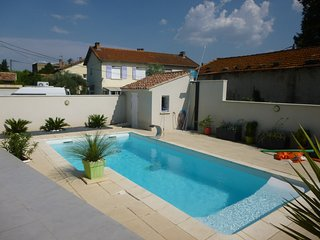 Spacious villa close to the center of Avignon with Parking, Internet, Washing ma
