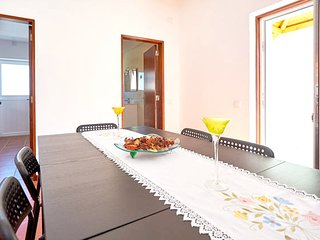 Cozy house close to the center of Carvoeira with Parking, Internet, Washing mach