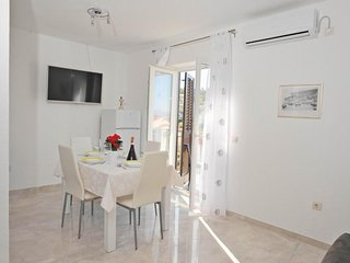 Cozy apartment in the center of Sutivan with Parking, Internet, Air conditioning