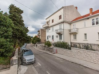 Cozy apartment very close to the centre of Split with Parking, Internet, Air con