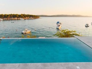 Spacious villa very close to the centre of Trogir with Parking, Internet, Washin