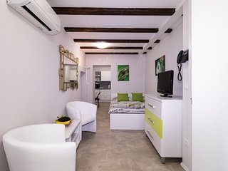 Cozy apartment in the center of Piran with Lift, Internet, Washing machine, Air