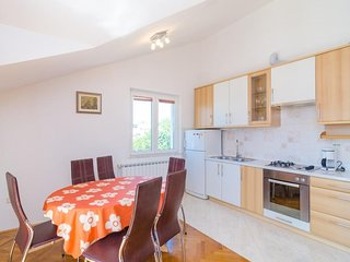 Spacious apartment very close to the centre of Cavtat with Parking, Internet, Wa