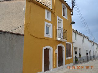 Spacious house in Les Pinedes de l'Armengol with Parking, Internet, Washing mach