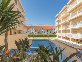 Spacious apartment very close to the centre of Quarteira with Lift, Internet, Wa