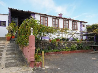 Spacious house in the center of Icod de los Vinos with Parking, Internet, Washin
