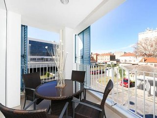 Spacious apartment very close to the centre of Zadar with Lift, Internet, Washin