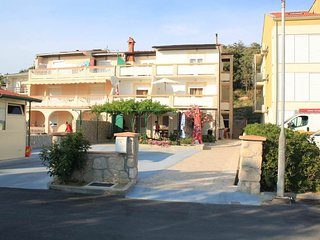 Cozy apartment very close to the centre of Pag with Parking, Internet, Air condi
