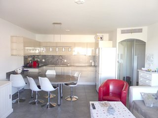 Spacious apartment in the center of La Seyne-sur-Mer with Parking, Internet, Was