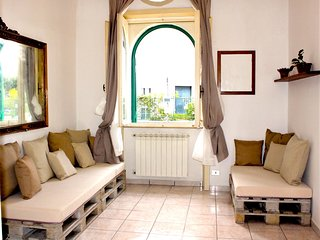 Spacious apartment very close to the centre of Lecce with Parking, Internet, Air
