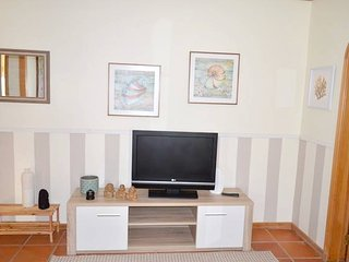 Spacious apartment very close to the centre of Alvor with Parking, Internet, Was