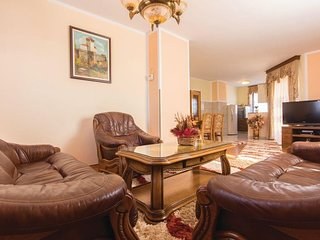 Spacious apartment in Pula with Parking, Internet, Washing machine, Air conditio