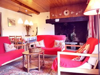 Cozy house very close to the centre of Fontrabiouse with Parking, Washing machin