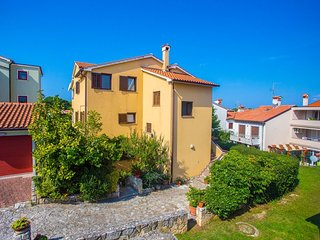 Cozy apartment very close to the centre of Porec with Internet, Air conditioning