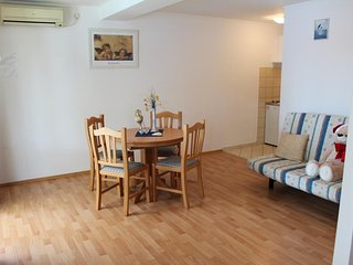 Cosy studio in Lozica with Parking, Internet, Washing machine, Air conditioning