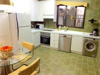 Spacious apartment in the center of Segovia with Lift, Parking, Internet, Washin