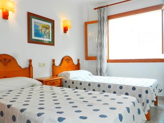 Spacious apartment in the center of Cala Figuera with Internet, Washing machine,