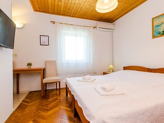 Cosy studio in Srebreno with Parking, Internet, Air conditioning, Pool