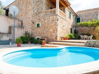 Spacious villa in Santa Maria del Cami with Parking, Washing machine, Pool