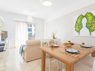Spacious apartment in Funchal with Lift, Parking, Internet, Washing machine