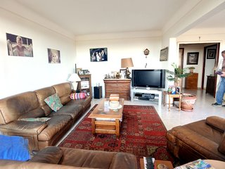 Spacious apartment close to the center of Grasse with Lift, Parking, Internet, W