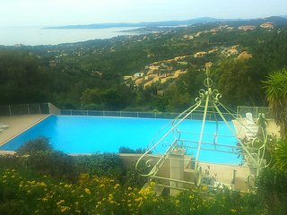 Cozy apartment in Roquebrune-sur-Argens with Parking, Pool, Balcony