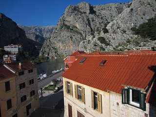 Spacious apartment in the center of Omiš with Parking, Internet, Washing machine