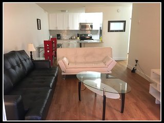 Cozy apartment close to the center of Burnaby with Parking, Internet, Washing ma