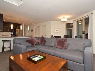 SPACIOUS Townhome with NEW Furnishings + Reno's. UPPER VILLAGE; Perfect for the