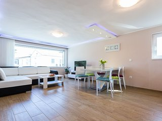 Spacious apartment close to the center of Zadar with Parking, Internet, Washing
