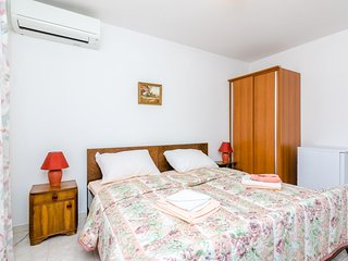 Cozy room very close to the centre of Cavtat with Parking, Internet, Air conditi