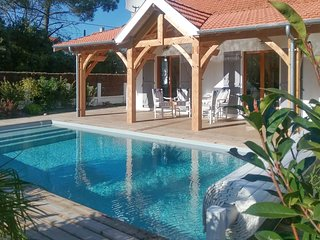 Spacious villa in the center of Soulac-sur-Mer with Parking, Washing machine, Po