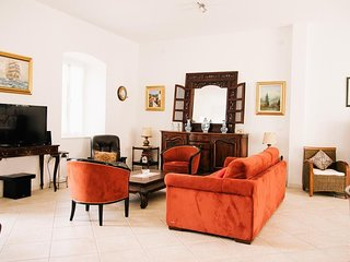 Spacious villa in the center of Gruda with Parking, Internet, Washing machine, A